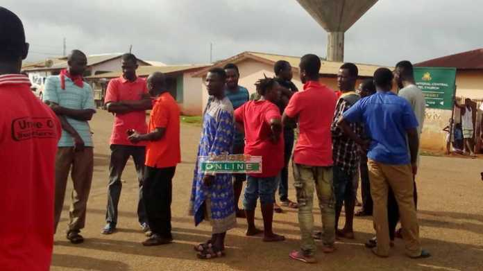 Tarkwa chiefs, residents block minister's convoy over bad roads [Audio]