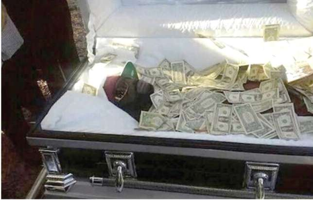 Photos: Man buried with Sh 6 million to 'bribe' God on Judgment Day