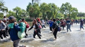 Hundreds of US-bound migrants cross river to reach Mexico